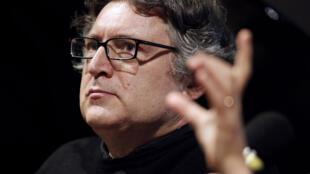 Après les attentats de Paris, le philosophe français Michel Onfray incrimine la stratégie belliciste de la France.