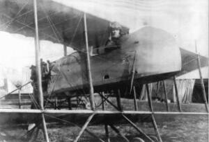 Jean-Corentin Carré aux commandes de son avion d'entraînement