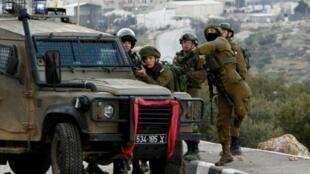 جنود إسرائيليون خلال مواجهات مع متظاهرين فلسطينيين في الضفة الغربية في 18 كانون الثاني/يناير 2019