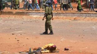 Affrontement en marge d'une manifestation à Conakry, le 27 février.