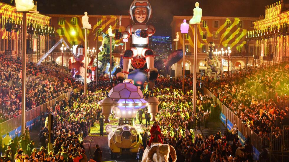 """El """"Rey del Espacio"""" es el lema del carnaval de Niza de este año, que recuerda al astronauta francés Thomas Pesquet."""