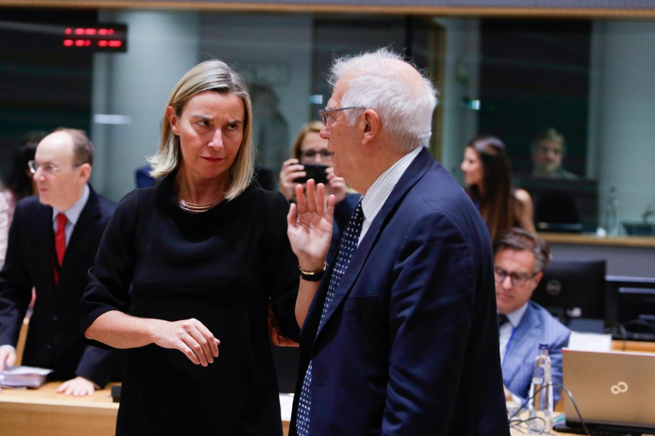 La Alta Representante de Política Exterior y de Seguridad Común de la Unión Europea, Federica Mogherini, junto al ministro de Relaciones Exteriores de España, Josep Borrell, en Bruselas, Bélgica. 15 de julio de 2019.