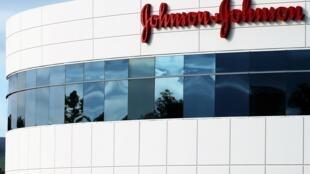 Johnson & Johnson domina el mercado de los talcos desde hace más de 100 años, según Euromonitor International.