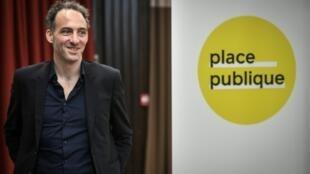 L'essayiste Raphaël Glucksmann, fondateur du parti Place Publique, annonce sa candidature aux Européennes, le 15 mars 2019 à Paris
