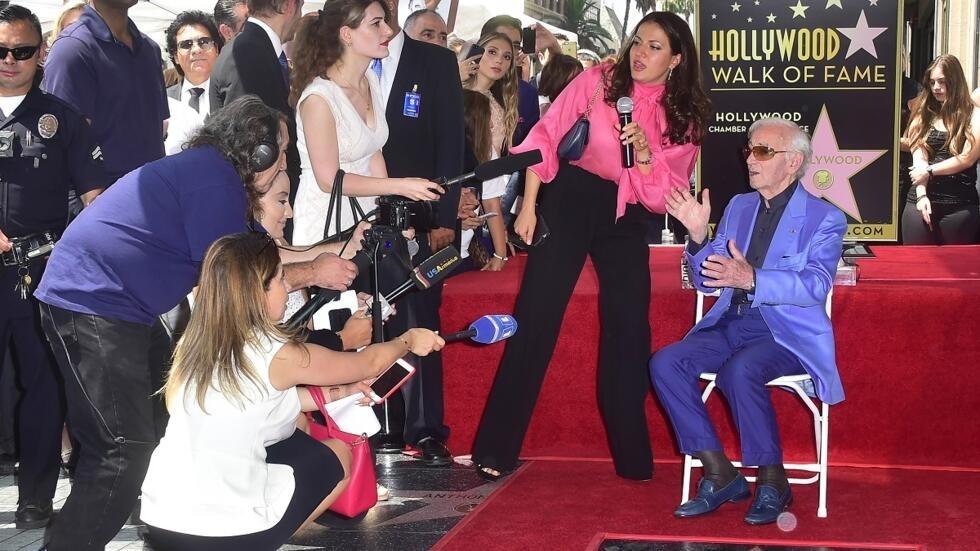 Vidéo Aznavour Reçoit Son étoile Sur Le Walk Of Fame D