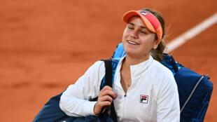 L'Américaine Sofia Kenin savoure sa victoire sur la Tchèque Petra Kvitova en demi-finale de Roland-Garros, le 8 octobre 2020