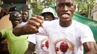 La manifestation de samedi à Bamako a été réprimée par le pouvoir et plusieurs personnes ont été blessées.