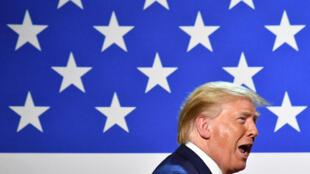 الرئيس الأمريكي دونالد ترامب يتحدث خلال اجتماع طاولة مستديرة في دالاس بولاية تكساس في 11 يونيو/حزيران 2020.