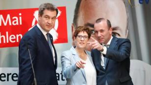 Manfred Weber, candidato del Partido Popular Europeo (PPE) para el próximo presidente de la Comisión Europea, Annegret Kramp-Karrenbauer, presidenta del partido de la Unión Demócrata Cristiana de Alemania (CDU) y el gobernador del estado bávaro Markus Soeder, líder de Social Social de Alemania.