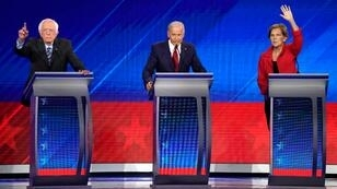 El senador Bernie Sanders, el ex vicepresidente Joe Biden y la senadora Elizabeth Warren durante el debate presidencial demócrata que se cumplió en Houston, Texas, Estados Unidos, el 12 de septiembre de 2019.