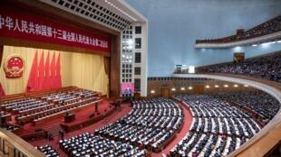 المجلس الوطني لنواب الشعب الصيني ملتئماً في دورته السنوية في قصر الشعب في بكين في 12 آذار/مارس 2019.