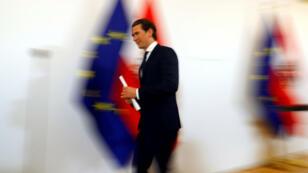 El canciller de Austria, Kurz, se va después de dar una conferencia de prensa en Viena, Austria, el 20 de mayo de 2019.