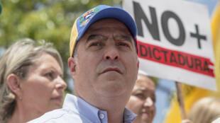 Julio Borges asiste a una manifestación callejera en Caracas el 1 de abril de 2017.