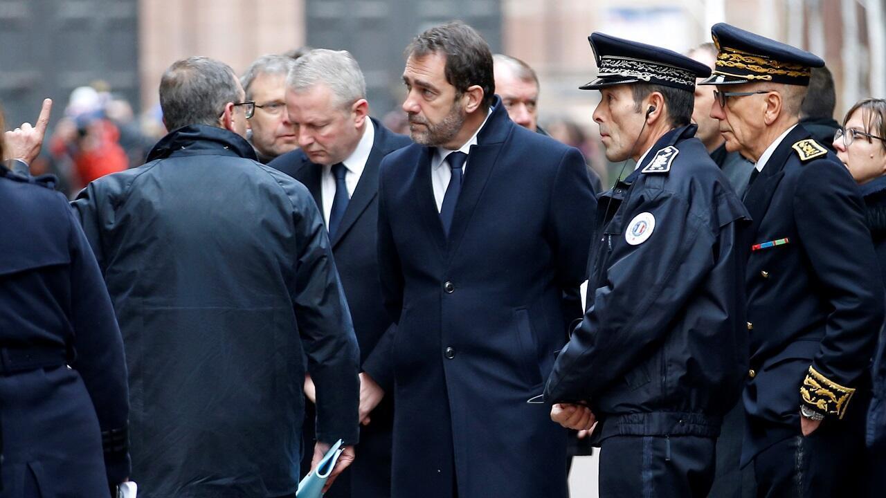 وزير الداخلية الفرنسي كريستوف كاستانير يتفقد موقع الاعتداء في ستراسبورغ 12 كانون الأول/ديسمبر 2018