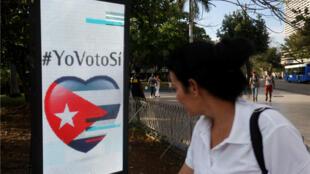 """Foto de archivo de la publicidad que promovía el voto por el """"sí"""" al referendo constitucional en La Habana, Cuba, el 15 de febrero de 2019."""