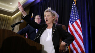 Cindy Hyde-Smith logro mantener para los republicanos un escaño en el Senado estadounidense al imponerse en las elecciones especiales del estado de Mississippi el 27 de noviembre de 2018.
