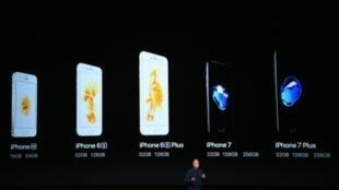"""خلال تقديم هواتف """"آي فون 7"""" و""""آي فون 7 بلاس"""" في سان فرانسيسيكو في 7 أيلول/سبتمبر 2016"""