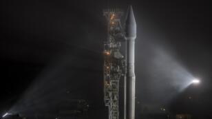 El cohete Atlas-V de United Launch Alliance que lleva la nave espacial InSight de la NASA a bordo, antes de su lanzamiento en la Base Aérea Vandenberg en California, Estados Unidos, el 4 de mayo de 2018.