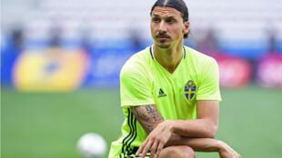 اللاعب السويدي الدولي زلاتان إبراهيموفيتش