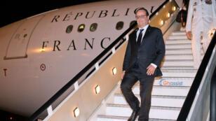 François Hollande lors de son arrivée à Luanda, en Angola, le 2 juin 2015.