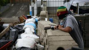 Barricadas a las afueras de la Universidad Nacional de Nicaragua tras los enfrentamientos de la madrugada del sábado. Managua. 23 de junio de 2018.