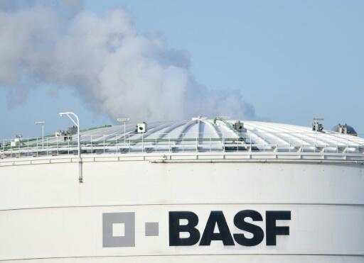 BASF sells pigments unit to Japan's DIC for 1.15 bn euros