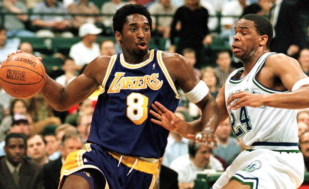 La carrière professionnelle de Kobe Bryant s'est étirée de  1996 à 2016. Ici, en 1999, face au Dallas Mavericks.