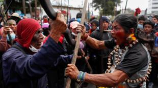 Indígenas participan en una protesta contra las medidas de austeridad del presidente de Ecuador, Lenín Moreno, en Quito, Ecuador, el 11 de octubre de 2019.