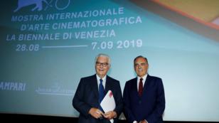 Paolo Baratta (izq.), presidente de la Bienal de Venecia y Alberto Barbera (der.), director del Festival Internacional de Cine de Venecia. 25 de julio de 2019.