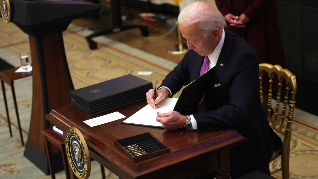 États-Unis: masques, quarantaines... Joe Biden signe une série de décrets contre le Covid-19