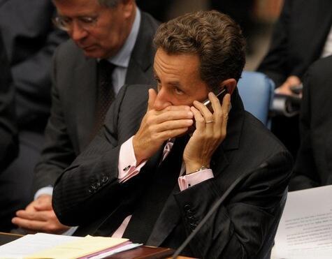 Nicolas Sarkozy au téléphone durant une réunion à l'ONU.