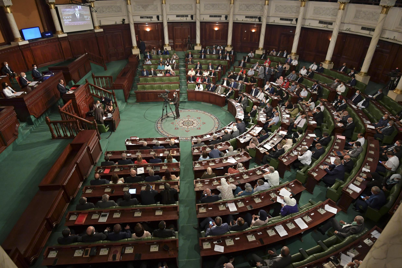 أعضاء البرلمان التونسي يحضرون جلسة الثقة في العاصمة تونس في 1 سبتمبر 2020.