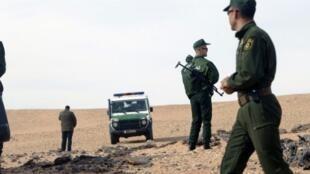 دورية للأمن الجزائري في محيط بلدة عين صالح الصحراوية جنوب الجزائر، 22 ديسمبر 2016