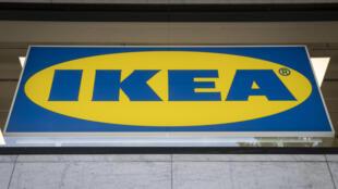 La société Ikéa France et plusieurs personnes physiques, dont des anciens dirigeants de l'entreprise, accusés d'avoir mis en place un vaste système d'espionnage de salariés et de clients, ont été renvoyés en correctionnelle