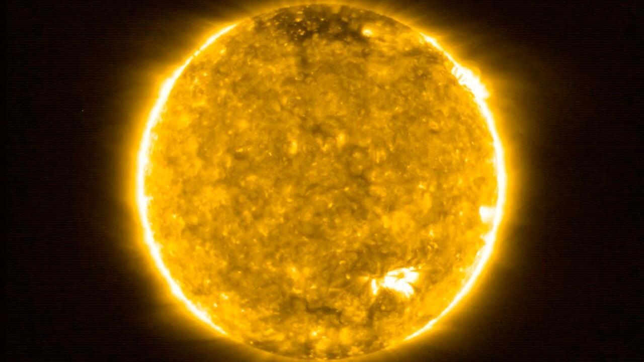La sonda Solar Orbiter captó la imagen del sol más cercana al astro que se ha tomado en toda la historia, a 77 millones de kilómetros de distancia.