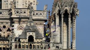 La reconstruction de la cathédrale Notre-Dame de Paris va prendre des années.