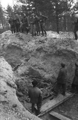 En avril 1943, la Werhmacht exhument des milliers de corps dans la forêt de Katyn, en Russie.