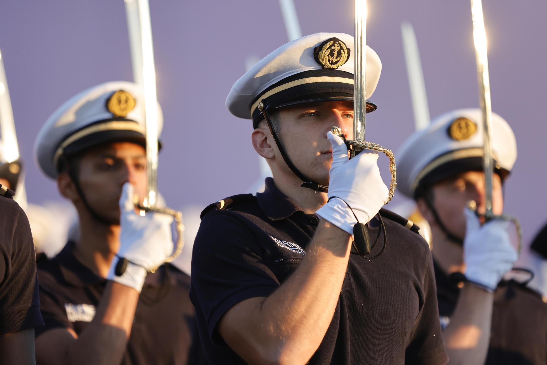Des membres de la Marine nationale répètent le 12 juillet 2020, pour le défilé militaire du 14-Juillet.
