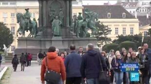 Le gouvernement estime gagner 100 millions d'euros par an avec l'indexation des allocations, à laquelle 80 % des Autrichiens seraient favorables.
