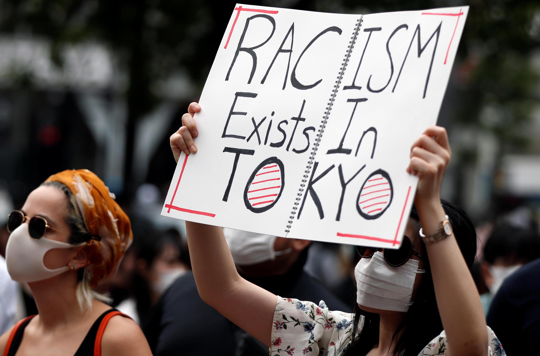 Les manifestants de Tokyo rejoignent le mouvement mondial contre la discrimination raciale et les méthodes policières, le 6 juin 2020, au Japon.