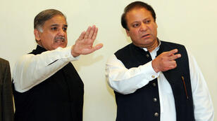 Nawaz Sharif et son frère Shahbaz Sharif à Lahore en février 2009.