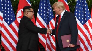 Kim Jong-un y Donald Trump durante la cumbre en Singapur en junio de 2018.