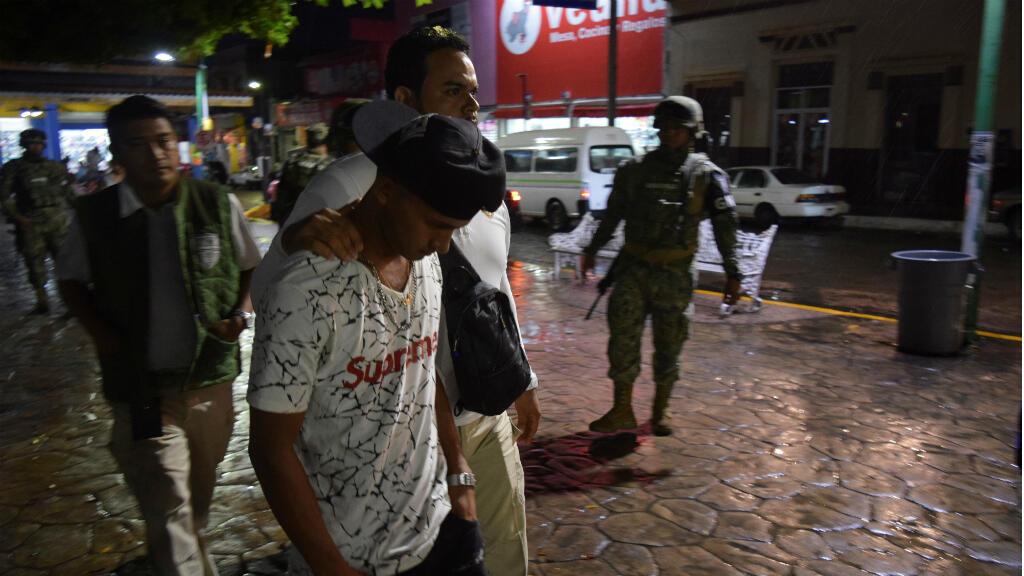 La Guardia Nacional detiene a un migrante que se manifestaba en Tapachula, México, el pasado 5 de septiembre