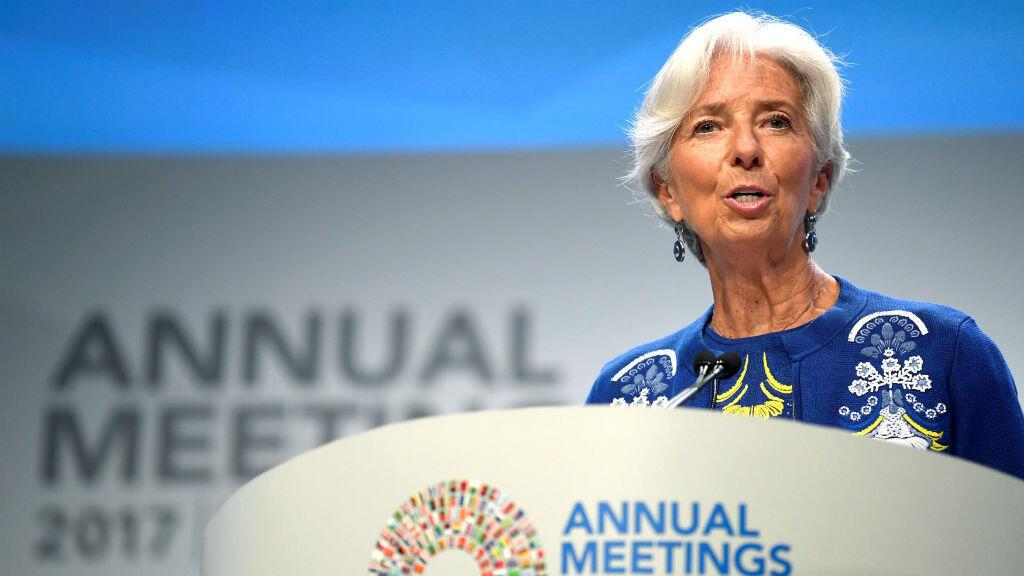 La directora del Fondo Monetario Internacional (FMI), Christine Lagarde, se destaca por su promoción de la disciplina económica.