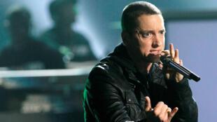 Eminem interpreta en los premios BET 2010 en Los Angeles el 27 de junio de 2010.