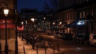 A deserted Paris street