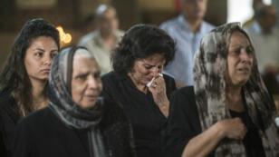 مصلحة الطب الشرعي المصرية بدأت بجمع عينات الحمض النووي من أسر ضحايا الطائرة المنكوبة