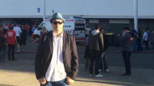 L'ultranationaliste russe, Alexandre Chpryguine, posant devant le stadium de Toulouse, lundi 20 juin.
