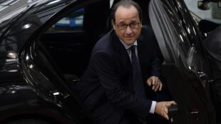 François Hollande a assuré que la France ne ferait pas plus que les 21 milliards d'euros d'économies annoncées pour 2015.