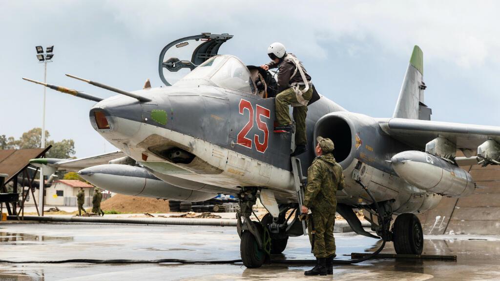 Un avion de chasse russe stationné sur le tarmac d'une base aérienne en Syrie (archives).